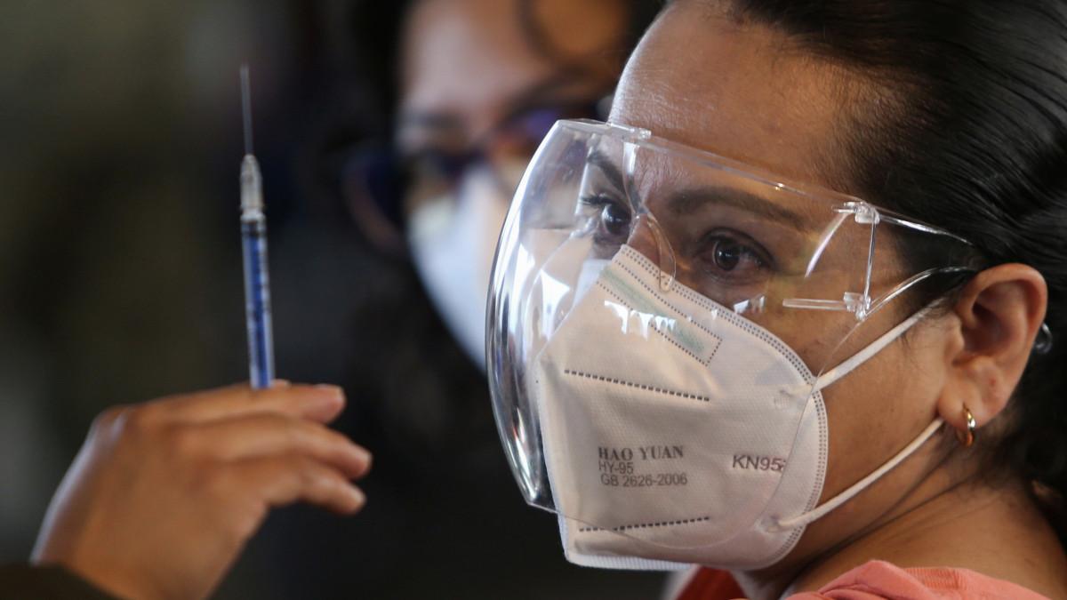 Vacunación COVID-19: uno de cada cuatro adultos en México ha sido vacunado