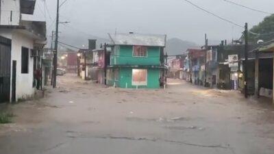 Lluvias causan afectaciones en Tabasco y desbordan ríos en Oaxaca
