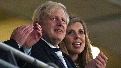 Boris Johnson, primer ministro británico, y su esposa Carrie Symonds, esperan a su segundo hijo