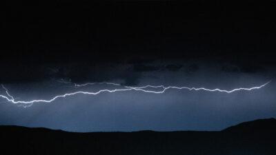 India: rayo mata a varias personas que querían apreciar tormenta eléctrica