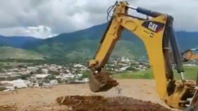 Aguililla: Pobladores destruyen helipuerto de la Sedena