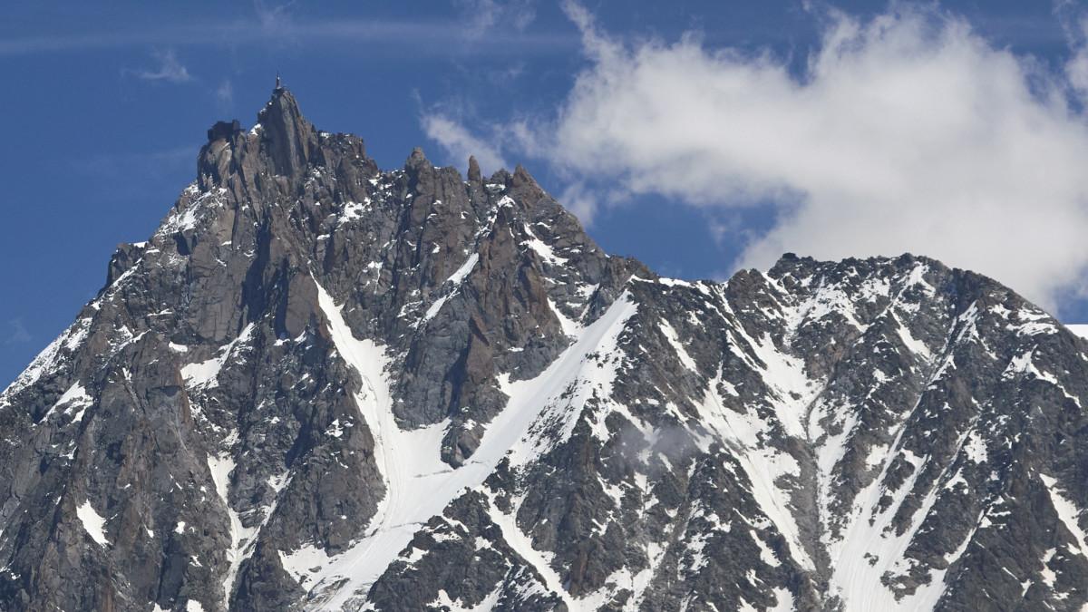 Cambio climático crea más de mil lagos en los Alpes suizos