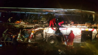 Bolivia: autobús de pasajeros cae a un precipicio; accidente deja 34 muertos
