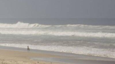 Baja California: Ignoran letrero y ola se lleva a 4; ve VIDEO