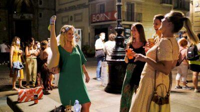La variante Delta de Covid-10 afecta en su mayoría a población de Barcelona más joven y no vacunada. Foto: Reuters