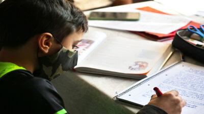 Recomiendan el uso universal del cubrebocas en las escuelas en EU