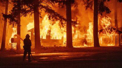 California: incendio forestal devora superficie equivalente a Chicago