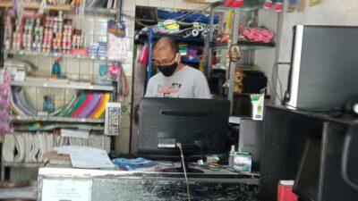 CDMX: Papá golpea a acosador de su hija en papelería