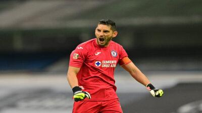 Cruz Azul confirma renovación de Jesús Corona