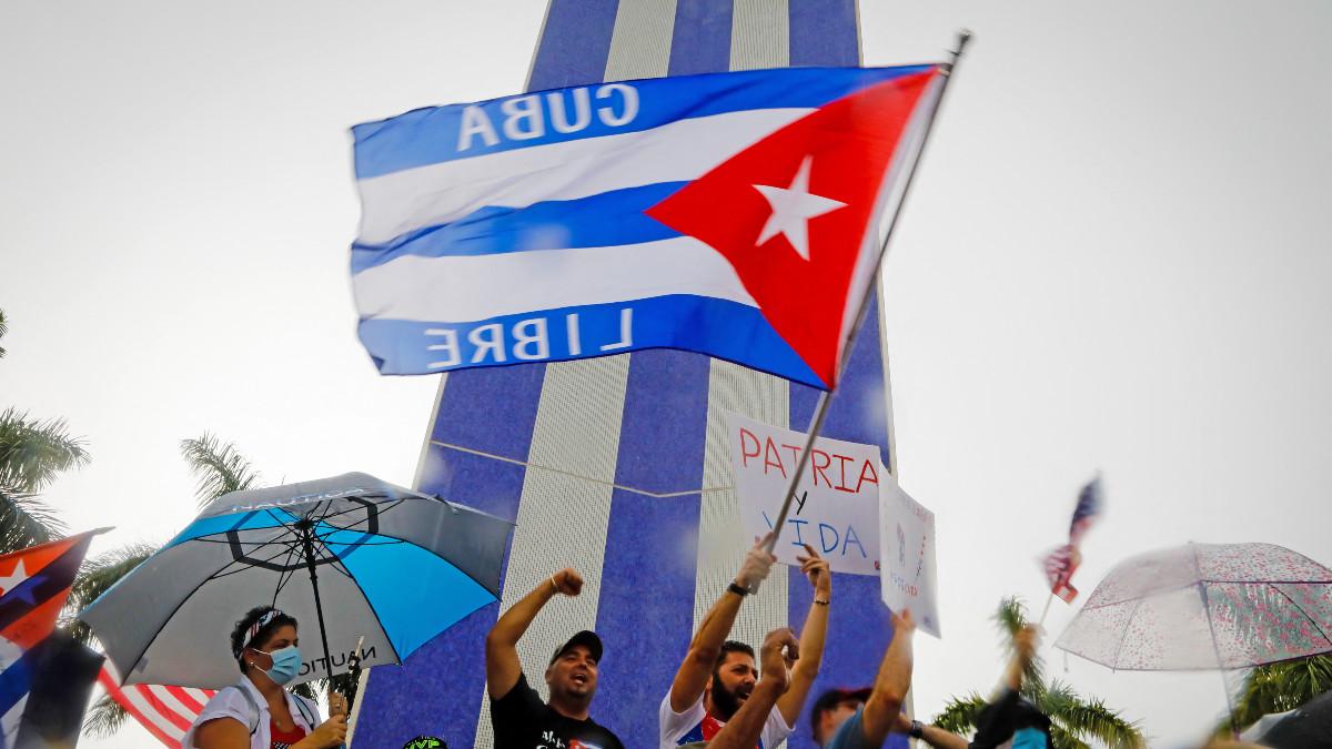 ¿Por qué los youtubers están siendo perseguidos en Cuba?