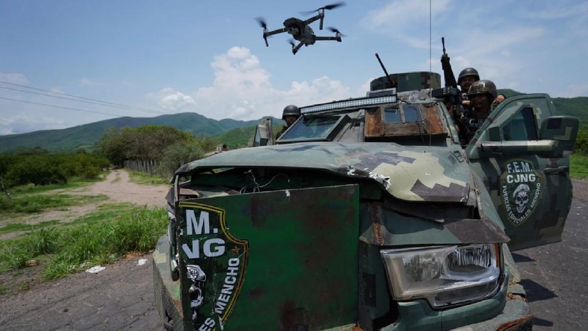 Con autos blindados, drones y camuflaje, fotografías muestran toma de CJNG en Aguililla