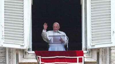 Papa Francisco tiene operación por inflamación de colon este domingo