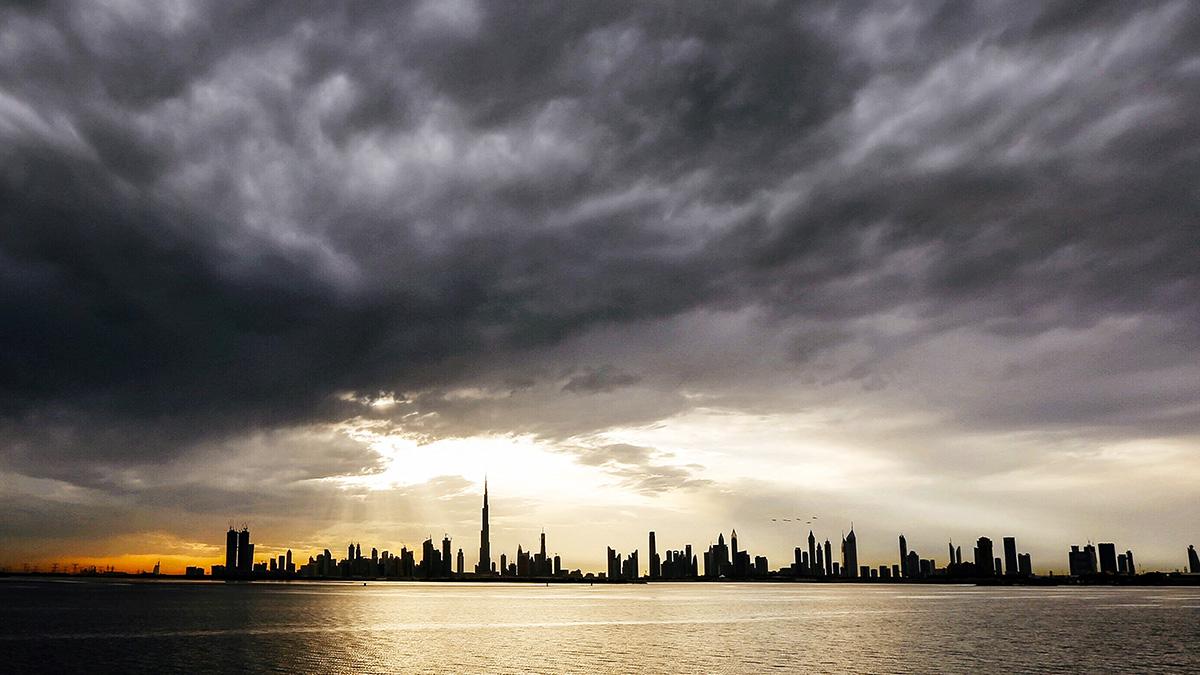 Dubái siembra aguaceros con drones, ante ola de calor