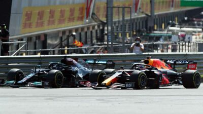 Hamilton recibió una penalización de diez segundos por el accidente con Verstappen