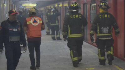 Se le poncha llanta al Metro en Línea 3; provoca intenso humo