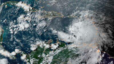 Huracán Elsa es captado desde el cielo antes de dejar caos en Barbados