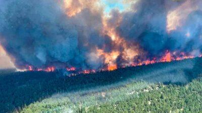 El fuego, que se inició por un rayo, cumple ya una semana activo