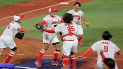 Japón sorprende y vence a EU en softbol; se alza con el oro en Tokio 2020
