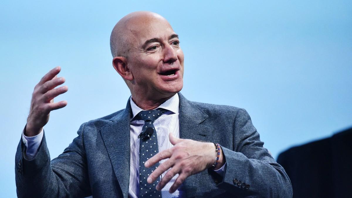 Jeff Bezos deja la dirección general Amazon tras una sólida herencia