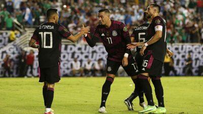 Pareja de aficionados se convierte en tendencia en partido México vs Guatemala