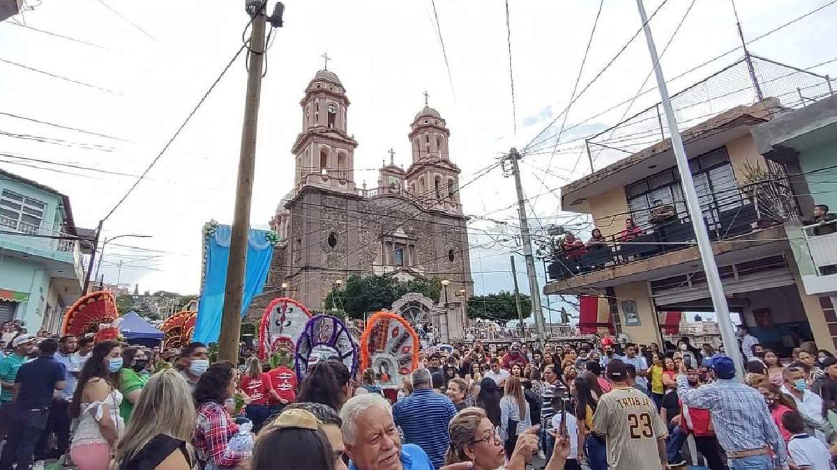Michoacán: Fiestas congregan a cientos; alertan por contagios