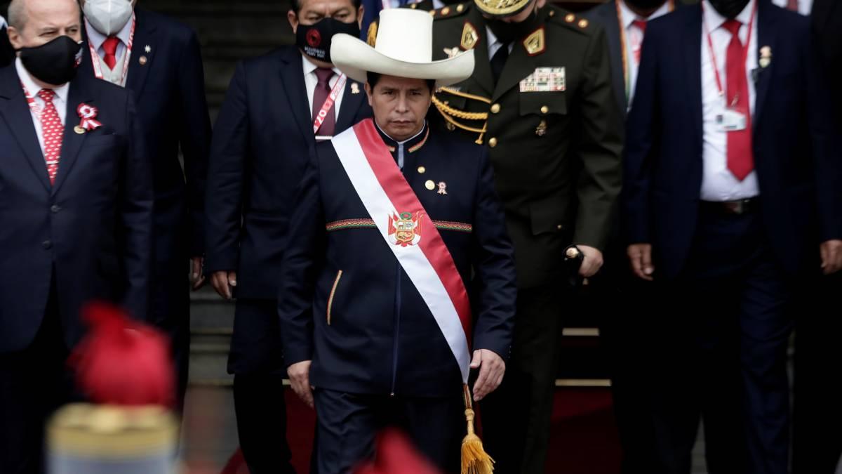 Pedro Castillo asume Perú