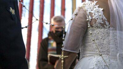 hombre cancela boda