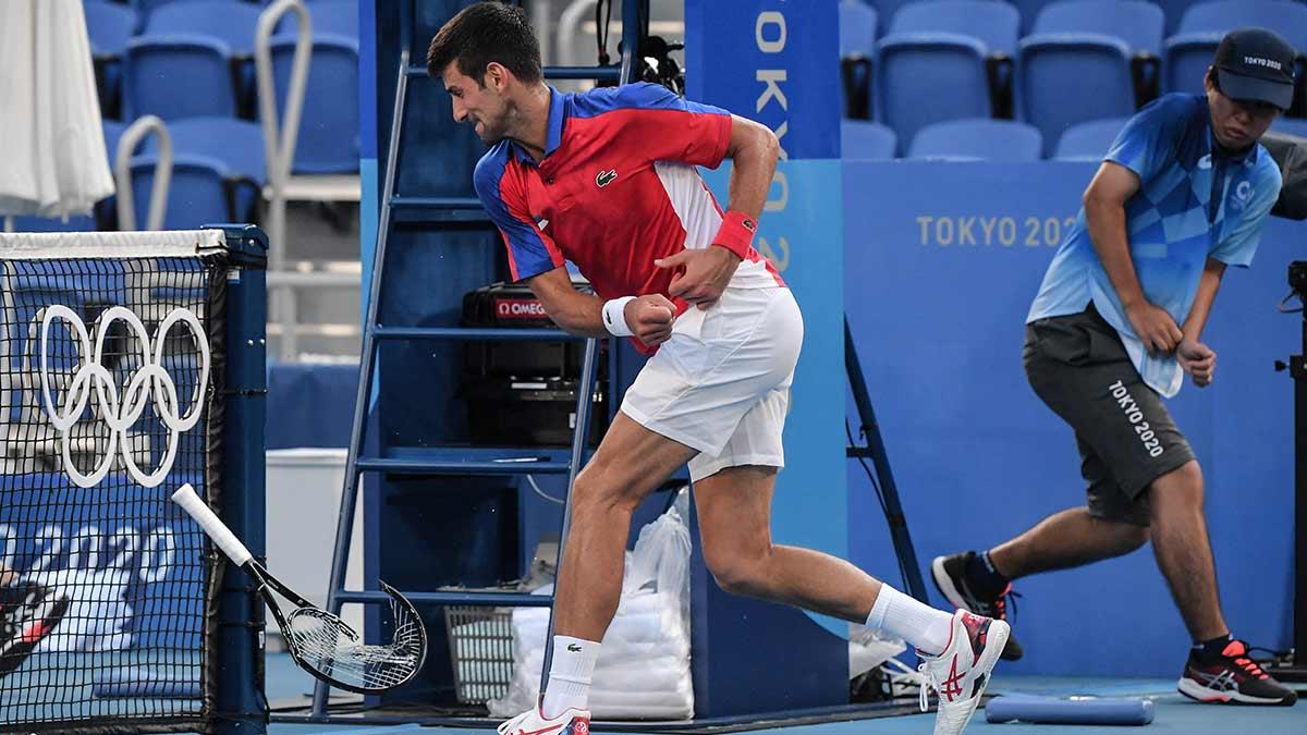 ¡Furioso! Novak Djokovic pierde el bronce y avienta su raqueta en Tokio 2020
