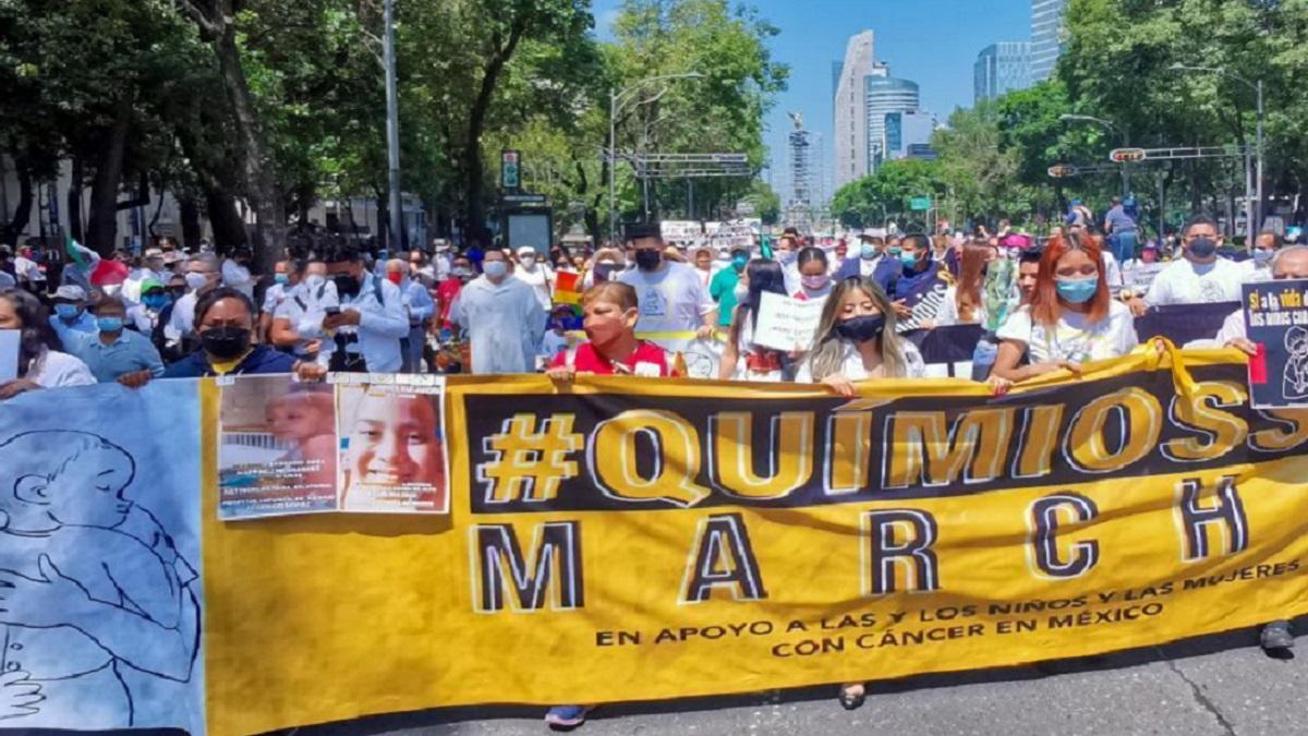 CDMX: marchan por quimios papás de niños con cáncer