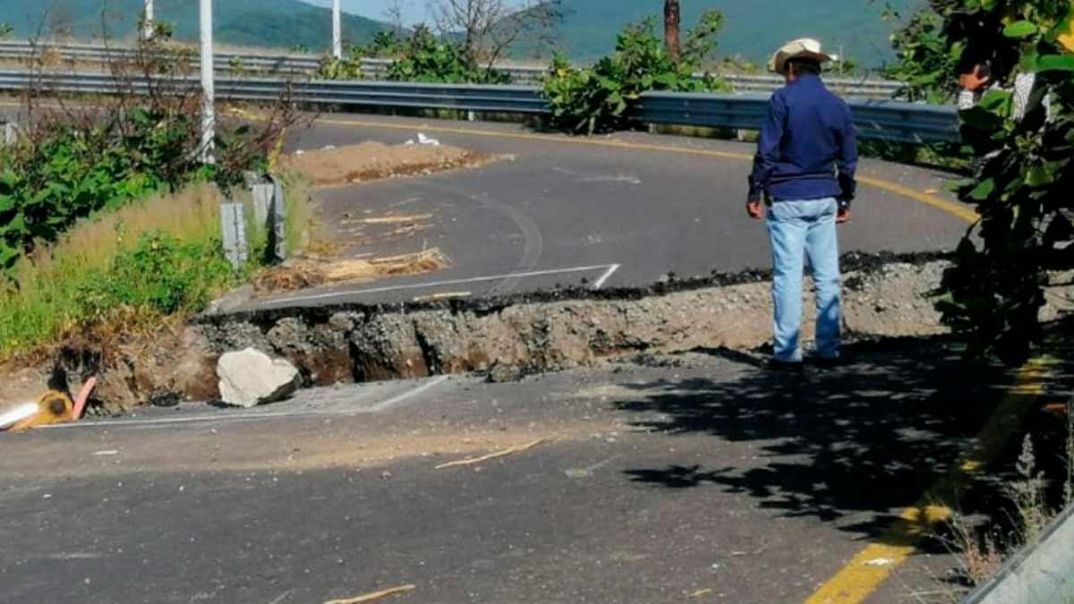Puebla: Colapsa tramo carretero de autopista Siglo XXI