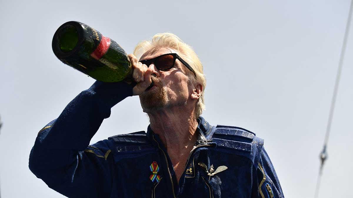Richard Branson aterrizó sin contratiempos, tras pasar unos minutos en la frontera del espacio. Foto: AFP