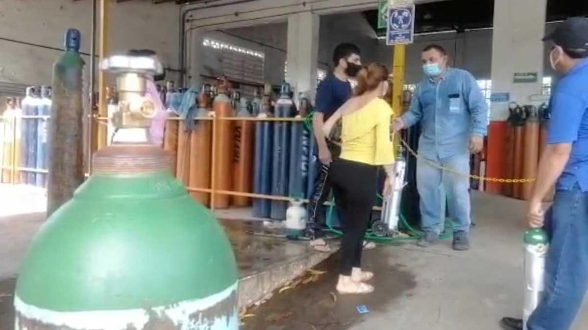 Sinaloa pasa a semáforo rojo; vuelven filas para conseguir oxígeno