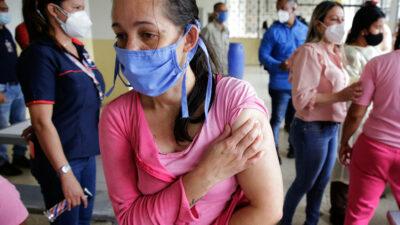 Me pusieron la peor: se viraliza reacción de joven tras ser vacunada