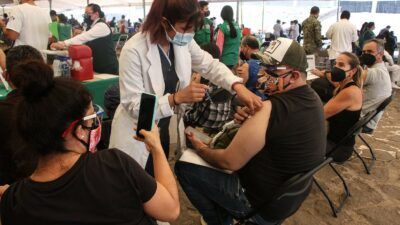CDMX: Vacuna en Iztapalapa e Iztacalco para personas de 30 a 39 años