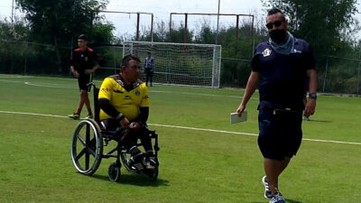 Árbrito en silla de ruedas