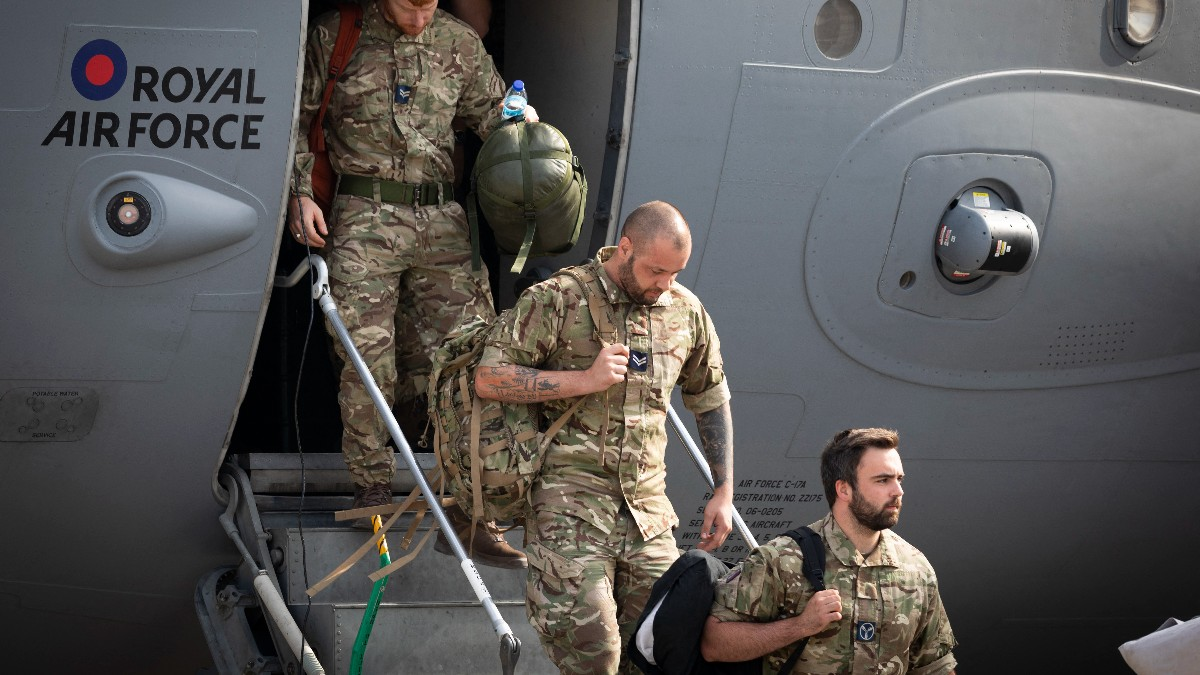 Afganistán: Falta evacuar a unos 300 ciudadanos de Estado Unidos