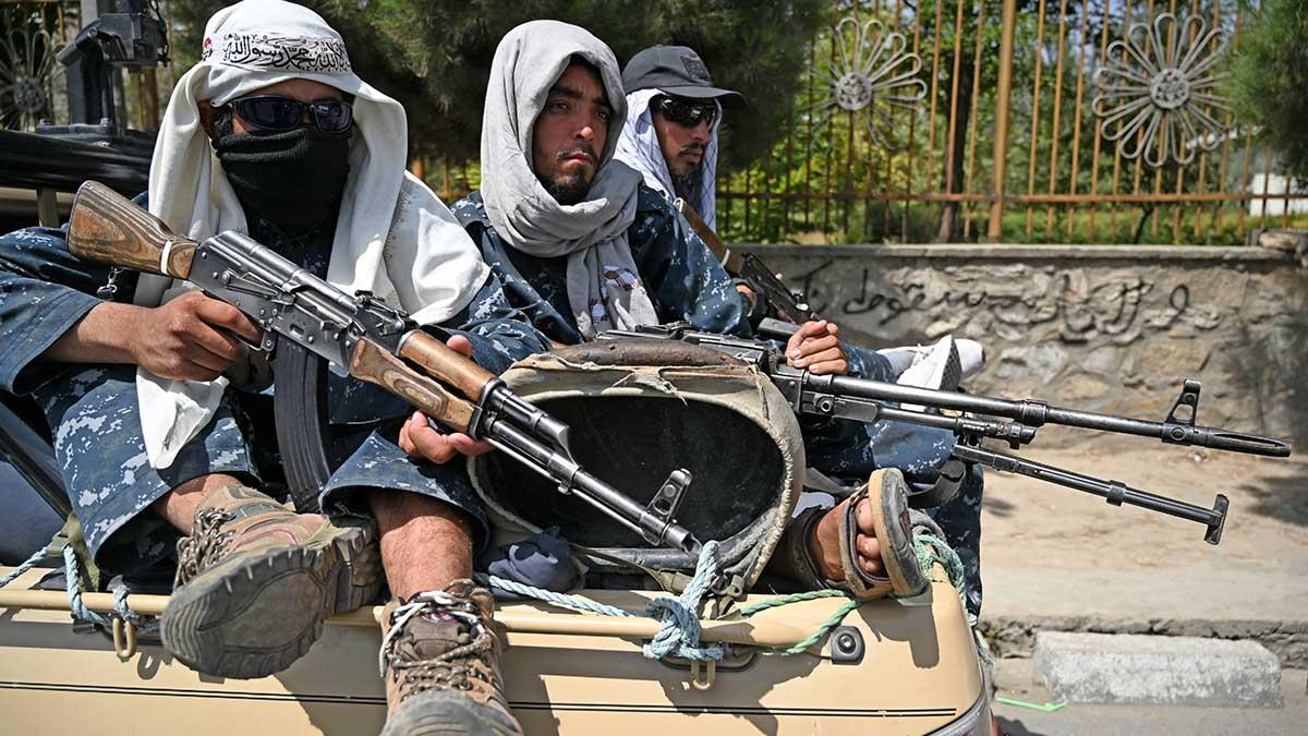 Fotógrafo afgano advierte amenaza de talibanes a medios de comunicación