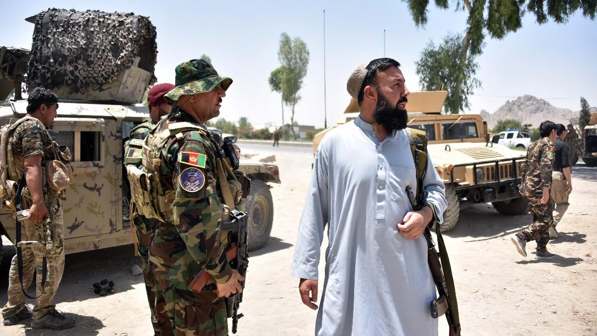 Afganistán: Talibanes atacan aeropuerto de Kandahar