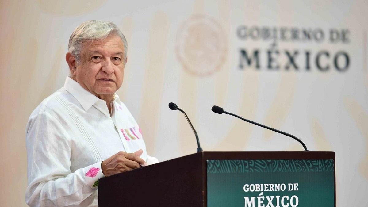 AMLO se compromete a hacer pagos pendientes a burócratas de Colima
