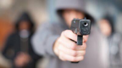 Dos sujetos roban celulares y pertenencias a clientes y barberos en Tultepec