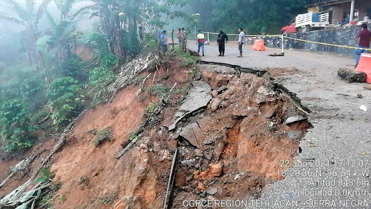 Grace en Puebla: se deslava carretera en San Miguel Eloxochitlán