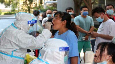 China lucha contra el peor brote de coronavirus en el país tras aumento de casos