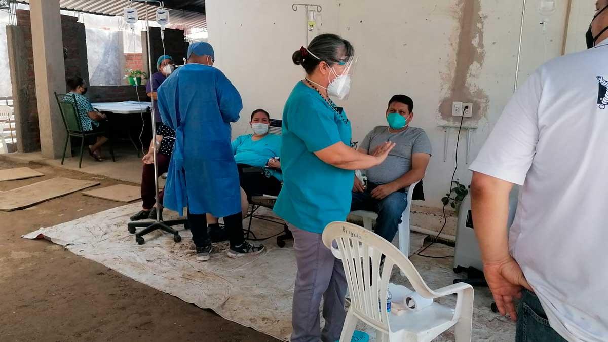 Sinaloa: Doctora atiende pacientes covid en su cochera