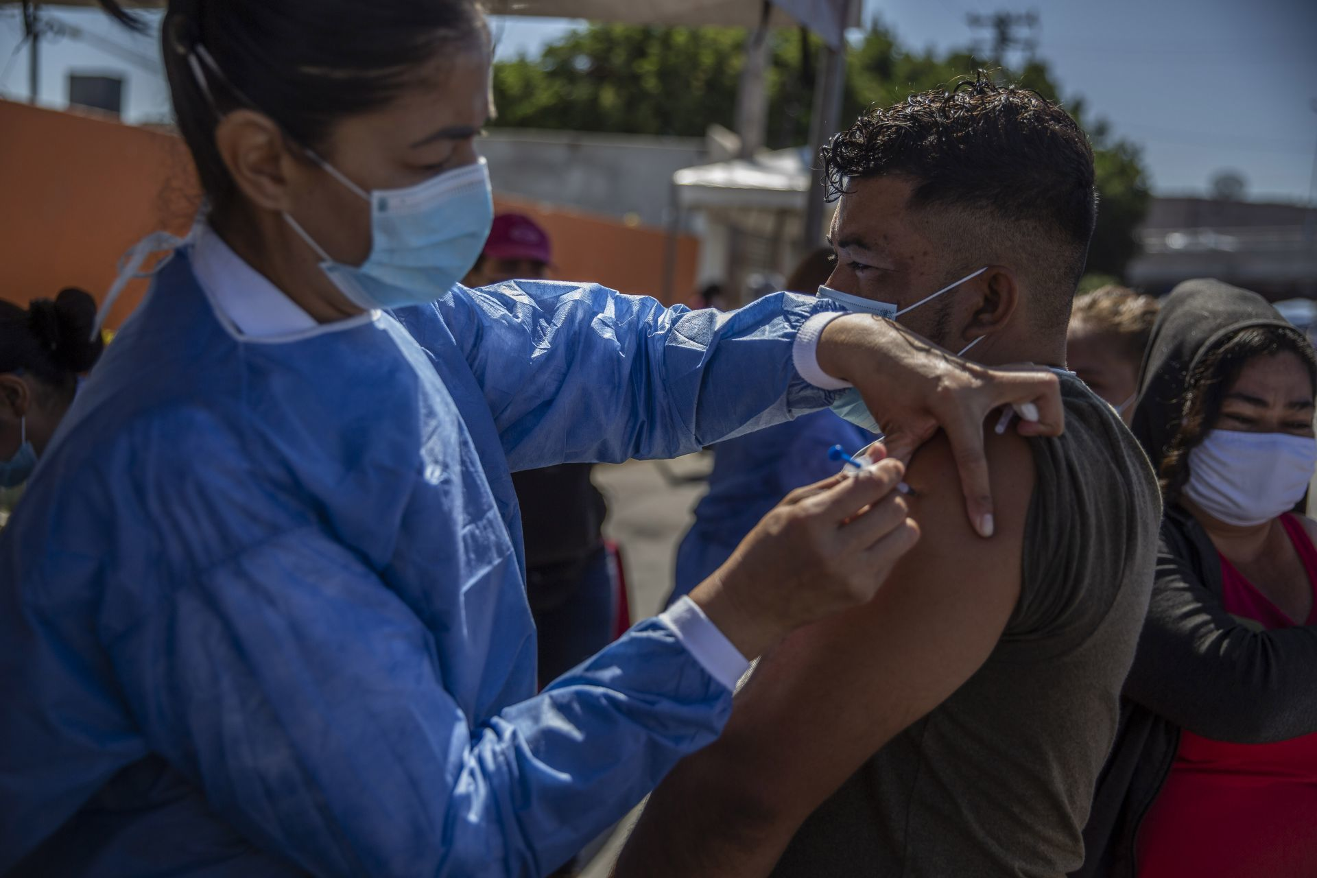 Puebla inicia vacunación contra COVID-19 de varios grupos de edad