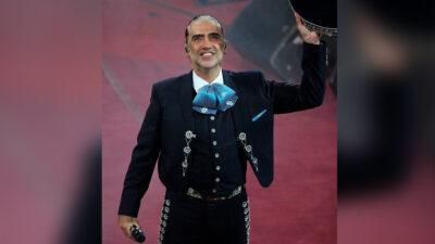"""Alejandro Fernández, el """"Potrillo"""", manda mensaje de fe a Vicente Fernández, su papá"""