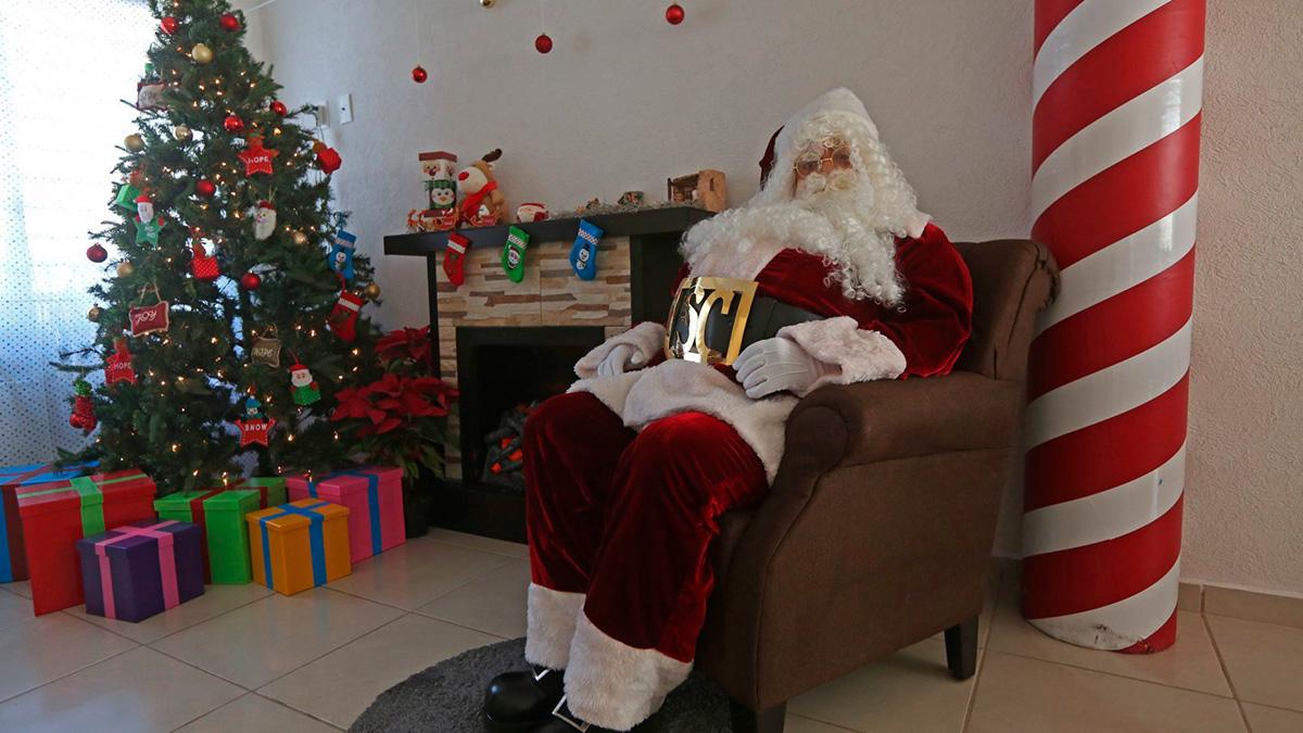 Santa Claus: hombre disfrazado de Papá Noel sorprende en vacunación contra COVID en Puebla