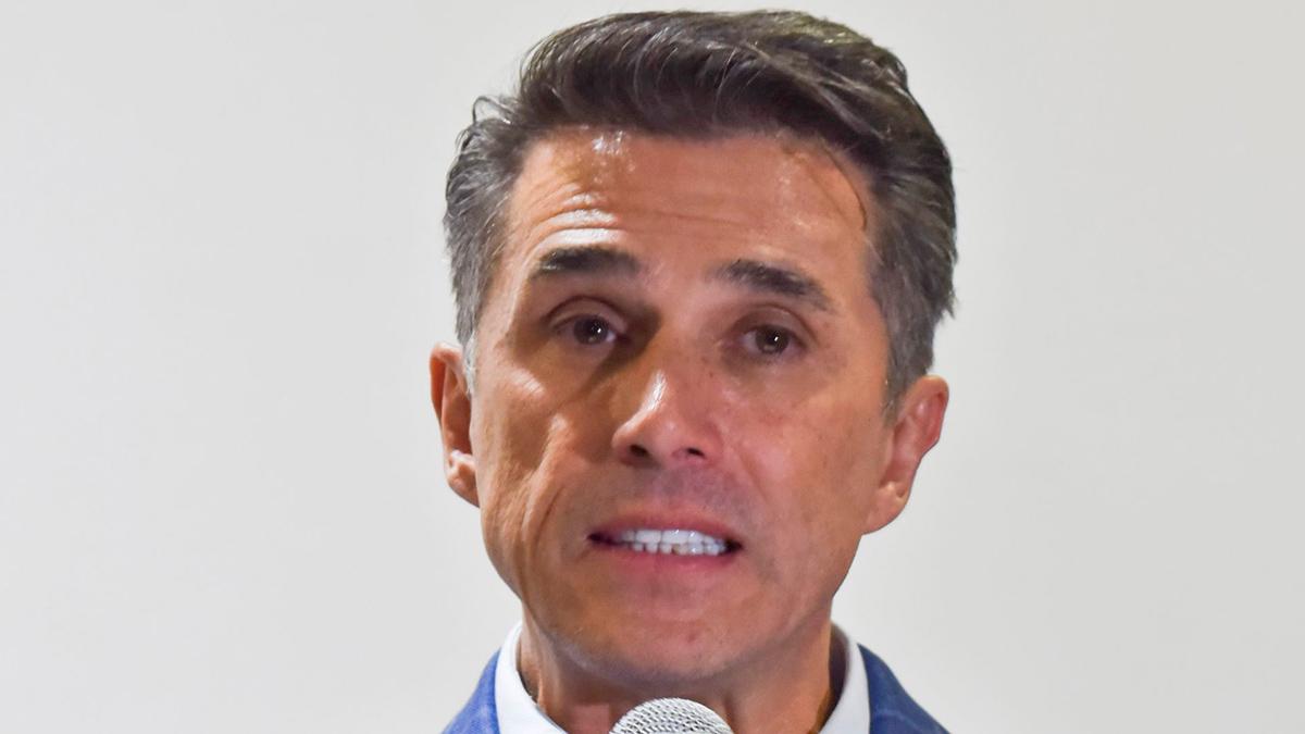 Sergio Mayer es acusado formalmente por exabogado de Ginny Hoffman; señala tráfico de influencias
