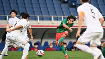 Diego Lainez sale lesionado en el partido México vs Japón de Tokio 2020