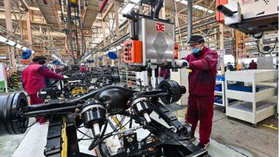 En China, indicadores económicos caen por rebrote de COVID-19
