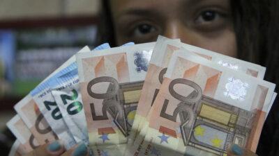 COVID-19 puede permanecer en billetes y monedas: Revista iScience